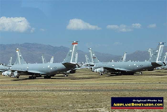 Máy bay tiếp nhiên liệu trên không KC-135 Stratotanker của Không quân Mỹ