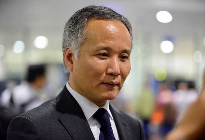Ông Trần Quốc Khánh, Trưởng đoàn đàm phán TPP tại sân bay Nội Bài tối 6/10. Ảnh: Lê Hiếu.