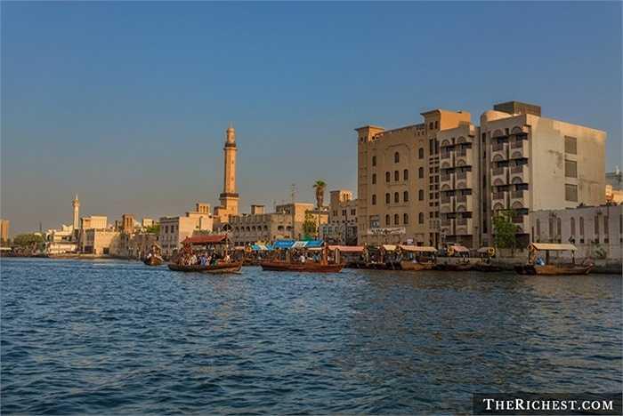 Bur Dubai. Đây là khu vực khá cổ kính ở Dubai với chủ yếu là cư dân châu Á. Mức thuê nhà ở đây cũng rẻ hơn so với nhiều khu dân cư khác, 'chỉ' 17.579 USD/ năm. Tuy nhiên, sinh sống ở đây mọi người có thể hiểu được hết về văn hóa Á Đông