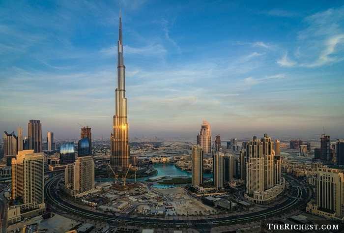 Downtown Dubai. Dân cư tại khu vực này có thể được tận hưởng sự sang chảnh đến từ tòa nhà thương mại cao nhất thế giới Burj Khalifa hay trung tâm thương mại Dubai Mall. 26.000 USD/ năm là giá thuê tại khu vực này