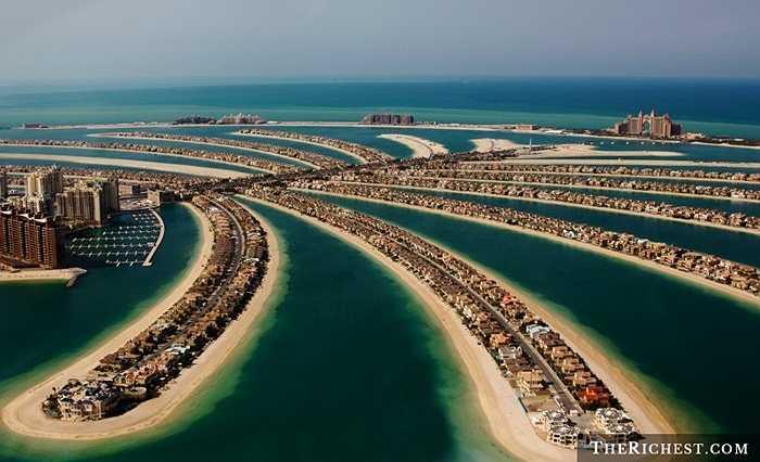 Palm Jumeirah. Hòn đảo ba nhánh hiện đại và độc đáo nhất thế giới của Dubai hứa hẹn sẽ là một thiên đường có thật. Hệ thống khách sạn, resort sang trọng hoàn toàn có thể làm hài lòng bất kỳ ai. Giá thuê nhà ở đây vì thế cũng ở mức khá cao, 23.000 USD/ năm