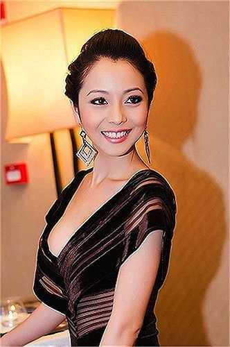 Mỗi sự kiện góp mặt, Jennifer Phạm đều thu hút mọi ánh nhìn bởi khéo khoe vẻ quyến rũ của cơ thể.