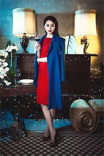 Hoa hậu 'vạn người mê' theo đuổi vẻ đẹp cổ điển truyền thống với việc thể hiện sự trang nhã, kín đáo trong ăn mặc.