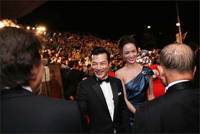 Sau phần chụp hình kỉ niệm, trả lời phỏng vấn báo giới, Trần Bảo Sơn có dịp hội ngộ với nhiều gương mặt nổi tiếng, đang hoạt động điện ảnh ở các nước trong châu Á.