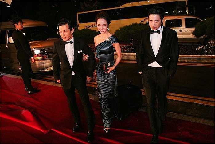Trần Bảo Sơn và David Trần cũng gây ấn tượng với vẻ lịch lãm.