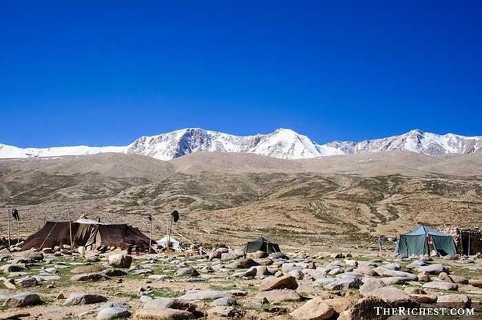 Khu vực Changthang trên cao nguyên Tibetan có độ cao trung bình 5000 mét so với mực nước biển. Đây là nơi sinh sống của các loài chim, linh dương Tây Tạng, cừu và người Changpa du mục.