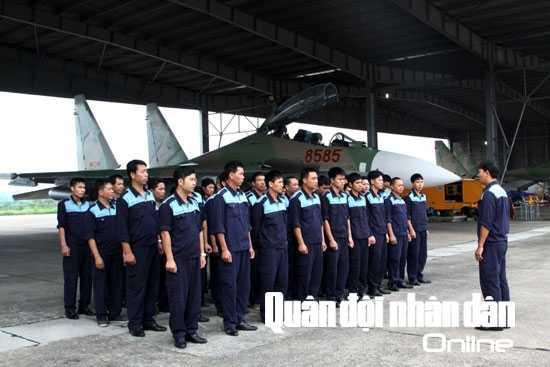Giao nhiệm vụ trước ban bay của ngành kỹ thuật hàng không