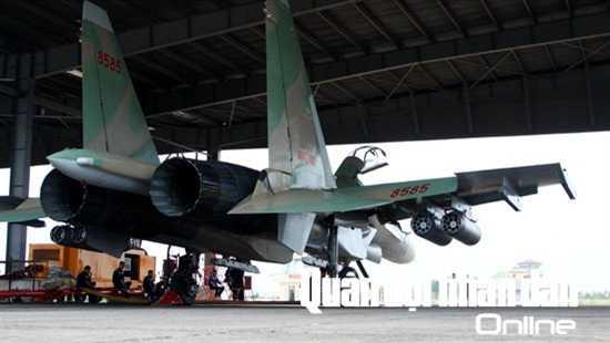 Tham gia chuẩn bị bay có tất cả các chuyên ngành kỹ thuật hàng không, như: Máy bay động cơ; Vô tuyến điện tử; Thiết bị hàng không; Vũ khí hàng không.