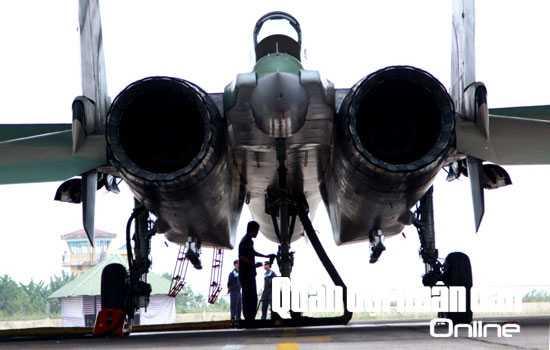 Là loại máy bay chiến đấu 2 động cơ, có tốc độ vượt âm, được trang bị nhiều loại vũ khí hiện đại, SU-30MK2 đã góp phần nâng cao đáng kể sức mạnh của Không quân nhân dân Việt Nam