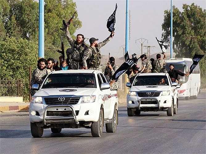 Nhà nước Hồi giáo tự xưng (IS) gần đây sử dụng nhiều xe do Toyota sản xuất khi quay video tuyên truyền ở Iraq, Syria và Libya, buộc Mỹ phải liên hệ với hãng sản xuất ôtô của Nhật để điều tra.