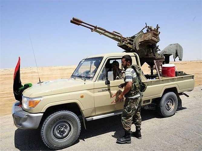Theo số liệu bán hàng từ Toyota, lượng xe Hilux và Land Cruiser bán ra ở Iraq tăng từ 6.000 chiếc năm 2011 lên 18.000 chiếc năm 2013, sau đó giảm xuống còn 13.000 chiếc trong năm tiếp theo. Hãng sẽ 'lập tức hành động' nếu phát hiện có nhân viên môi giới bán xe cho khủng bố.