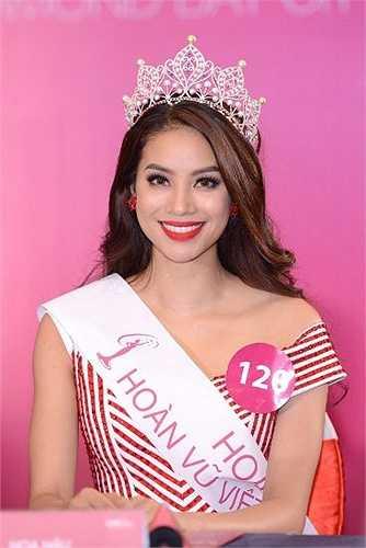 Dù trước đó từng vướng nhiều tin đồn, cô vẫn làm 'đẹp lòng' hầu hết khán giả Việt bởi nhan sắc rực rỡ và phần biểu diễn thuyết phục.