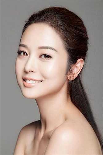 Cô là một trong những hoa hậu hoàn mỹ với gương mặt quyến rũ, nụ cười rạng rỡ.