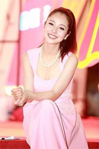 Dù đã là bà mẹ 2 con, Jennifer Phạm vẫn rất đẹp.