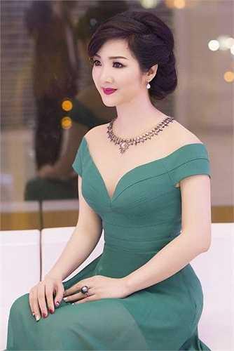 Giáng My là hoa hậu đền Hùng đầu tiên và duy nhất của Việt Nam.