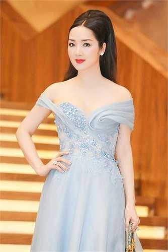 Vẻ đẹp 'không tuổi' rạng ngời và làn da trắng mịn của Giáng My thuyết phục mọi khán giả Việt.