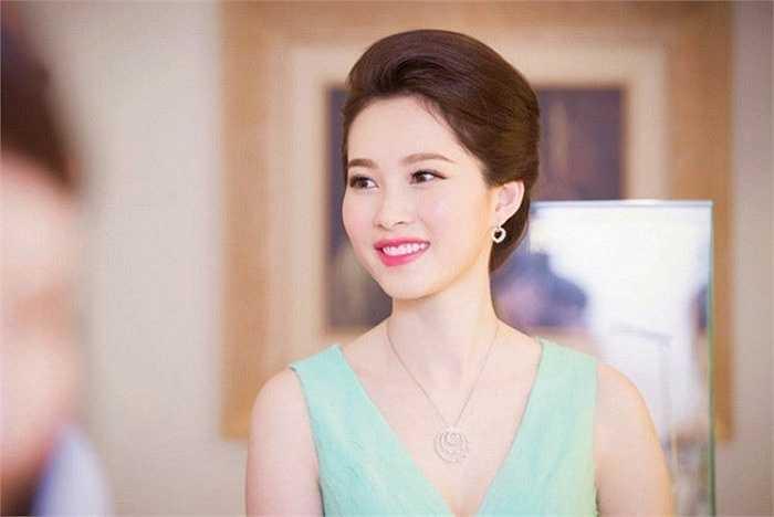 Hoa hậu Việt Nam 2012 Đặng Thu Thảo được ca ngợi là 'hoa hậu của các hoa hậu'.
