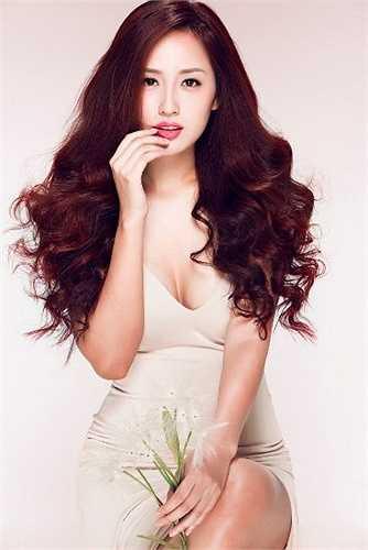 Cựu hoa hậu không chỉ có khuôn mặt đẹp, chiều cao ấn tượng mà còn có vóc dáng gợi cảm.