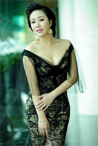Người đẹp này có gương mặt phúc hậu thuần Việt, làn da mịn màng cuốn hút.