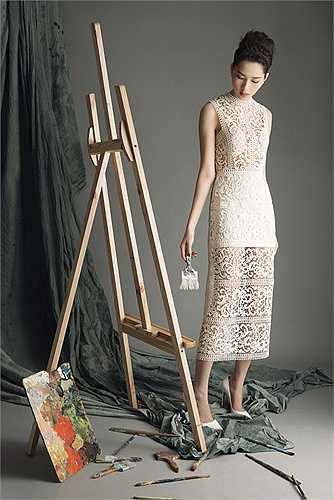 Nói về Lâm Gia Khang, Thu Thảo cho biết dù mới biết anh nhưng cô rất yêu thích những thiết kế tinh tế đậm tinh thần của người phụ nữ hiện đại.