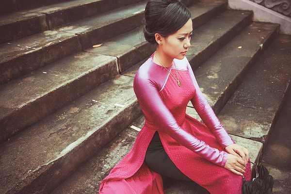 Lê Thanh Phương là đại diện duy nhất của Việt Nam. Anh mang đến fashion week 15 bộ áo dài và 20 bộ đầm dạ hội - áo cưới lấy ý tưởng từ áo dài Việt Nam