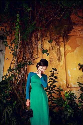 Đó chính là vẻ đẹp cổ điển, thanh tao, thanh lịch toát lên từ dáng hình, vẻ đẹp tâm hồn của người phụ nữ Sài Gòn thập niên 60-70.