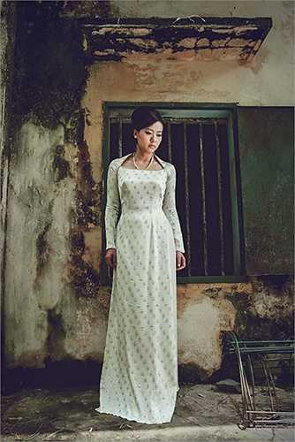 Tuy cổ điển, mang hơi hướng của những thiét kế áo dài thập niên 60-70 nhưng các thiét kế của Lê Thanh Phương vẫn rất hiện đại, phù hợp với người phụ nữ Sài Gòn năng động ngày hôm nay.
