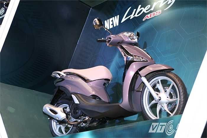 Ra mắt hôm 07/10 tại Hà Nội, Piaggio Việt Nam giới thiệu sản phẩm hoàn toàn mới là chiếc xe tay ga bánh lớn Liberty ABS. Mẫu xe ra mắt lần này được hãng xem như một định nghĩa mới về chuẩn mực an toàn của xe tay ga cao cấp.