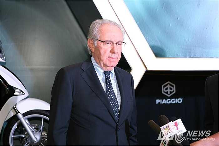 Bên cạnh đó, sự hiện diện của Chủ tịch Piaggio toàn cầu, ngài Roberto Colaninno tại Việt Nam lần này là một chỉ dấu thể hiện hãng xe Italy đặt nhiều kỳ vọng vào thị trường Việt Nam tới đây. (Quốc Lâm)