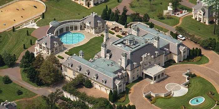 Biệt thự xa hoa này còn được gọi là ngôi nhà ghi-ta, từng được rao bán trên thị trường bất động sản Mỹ với giá 17,9 triệu USD vào năm 2011.