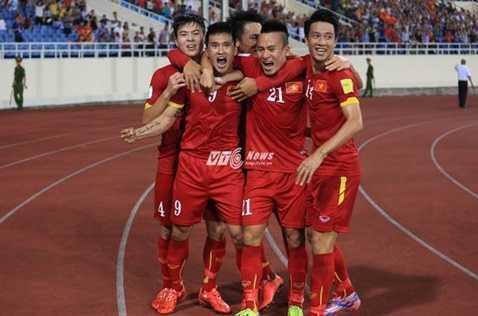 ĐT Việt Nam ăn mừng bàn thắng