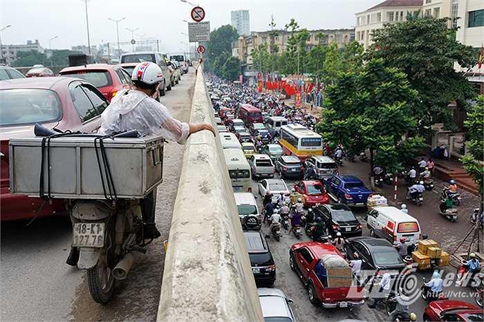 Tuy nhiên trên đường cao tốc, tình trạng cũng không khá hơn là bao.