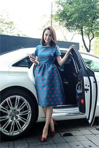 Angela Phương Trinh vừa tới dự buổi họp báo ra mắt bộ phim điện ảnh mới do cô thủ vai chính.