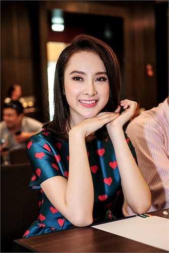 Trước khi phim bấm máy một tháng, Phương Trinh cũng dành thời gian học lái xe, đi bơi, chuẩn bị trang phục… giúp nhân vật Họa Mi nhiều màu sắc.