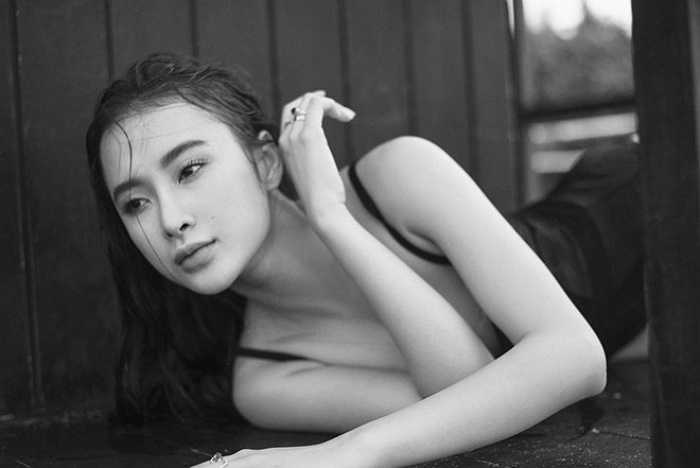 Người đẹp luôn biết cách khai thác vẻ đẹp của mình trong từng shoot ảnh.