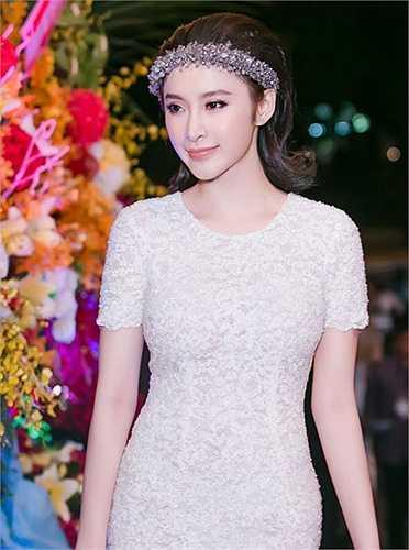 Vẻ đẹp căng tràn sức sống của Angela Phương Trinh.