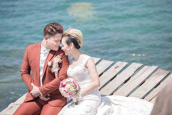 Đám cưới của cặp đôi sẽ được tổ chức vào ngày 11/10 tới đây tại Hà Nội. Trước đó, vợ chồng Vũ Duy Khánh đã tổ chức lễ ăn hỏi cùng bữa tiệc báo hỉ tại gia đình nhà cô dâu ở Đà Nẵng.