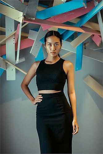 Ngoài Trúc Linh, Kim Chi, Hồng Y và Phương Trinh, trong buổi casting còn có sự hiện diện của nhiều chân dài chuyên nghiệp như: Mai Giang, Trang Phạm, Hà Đỗ, Nhã Trúc….