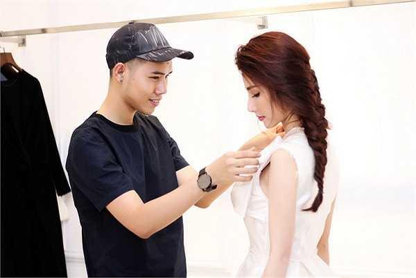 Chia sẻ về Lâm Gia Khang, cô cho biết rất yêu thích những thiết kế thanh lịch, tinh tế nhưng không kém phần sang trọng của chàng trai bằng tuổi.