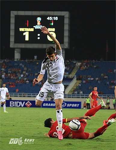 HLV Miura khẳng định đã phân tích rất kỹ đối thủ, tìm ra điểm mạnh điểm yếu của Iraq. Thực tế, đội bóng Tây Á đá đơn điệu, một màu. (Ảnh: Phạm Thành)