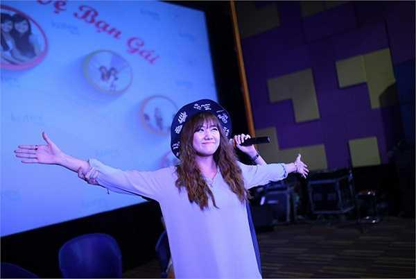 Chi Pu, Hari Won và nhà văn Phan Ý Yên đã cùng nhau tham dự một talk show