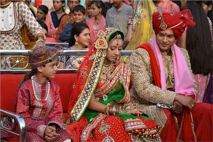 Anadi đã quyết định bỏ lại những đau khổ và nước mắt từ cuộc hôn nhân với Jagdish để giành lấy hạnh phúc cho mình cùng với người chồng mới là Shivani- người đàn ông giàu có và yêu cô say đắm.