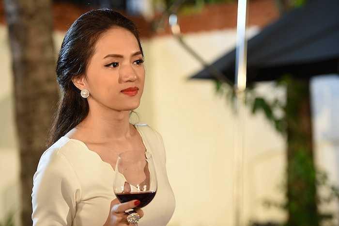 Cùng ngắm thêm những hình ảnh sexy của Hương Giang trong hậu trường 'Trót yêu...':