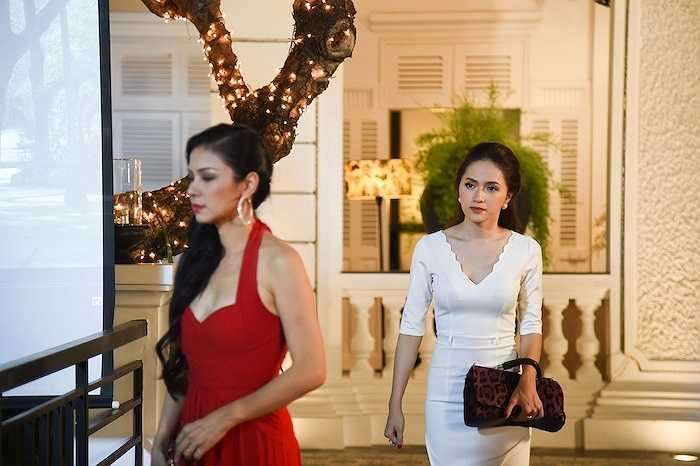 Việt Trinh chia sẻ thêm: 'Hương Giang Idol là một cô gái rất duyên dáng và nữ tính, không chỉ ở vóc dáng mà còn trong từng cử chí và lời nói'.