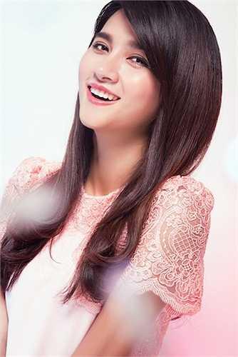 Cô cũng được khán giả biết đến nhiều hơn khi góp mặt trong dự án phim ảnh hợp tác Việt - Hàn 'Tuổi thanh xuân'.
