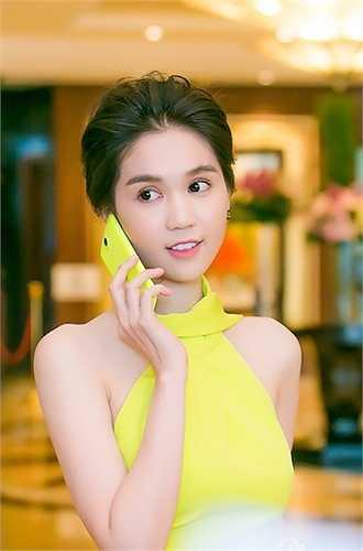 Thời gian này, tên tuổi của Ngọc Trinh cũng nhận được nhiều sự chú ý khi cô đang tham gia trong bộ phim vòng eo 56.