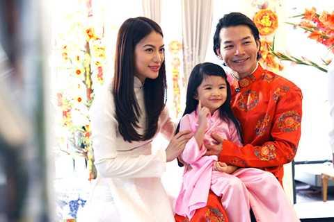 """Trương Ngọc Ánh chia sẻ, vào dịp cuối tuần, cả hai vợ chồng đều có mặt để đưa Bảo Tiên đi chơi. Ngoài ra, trong những dịp lễ, cả bố và mẹ đều ở bên cạnh """"công chúa nhỏ""""."""