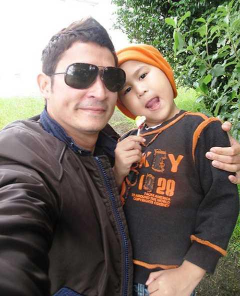 Thậm chí trong thời gian con trai ở New Zealand, Huy Khánh cũng thường xuyên qua thăm con trai.