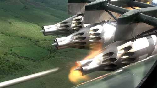 Trực thăng thực hành phóng rốc két...