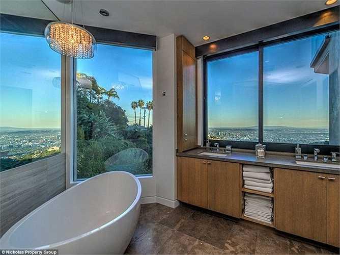5 phòng tắm tận dụng tối đa ánh sáng tự nhiên đem lại cảm giác vô cung thư thái.